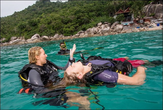 Solving problems during a Rescue Diver Course with Phuket dash Scuba.